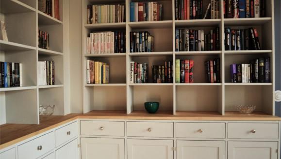 Platsbyggd bokhylla 4 liten