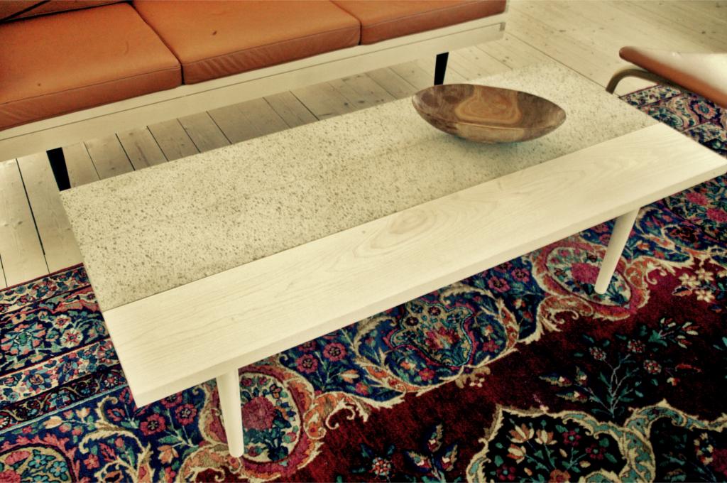 Soffbord betong ask björk vitpigmenterat